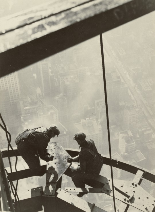 grafika-lewis-w-hine-empire-state-building-new-york-1931-300-teile-puzzle-grafika-02124